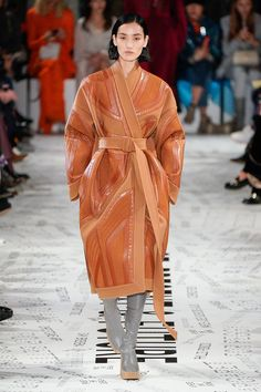 Stella McCartney Fall 2019 Ready-to-Wear Collection - Vogue Look Fashion, Urban Fashion, Runway Fashion, Fashion Show, Womens Fashion, Fashion Trends, Fashion Fall, Fashion Videos, Fashion Websites