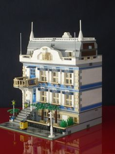 I do collects LEGO modular building official sets, in fact it was that theme that really brought me back from my dark ages in 2013. That's why I always enjoy modular building builds made by F…