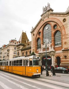 Delicious food and stunning architecture - Budapest is one of the most underestimated cities in Europe! Learn about the things to do in Budapest in 3 days. Budapest Nightlife, Budapest Travel, Budapest City, Budapest Thermal Baths, Places To Travel, Places To Go, Travel Destinations, Capital Of Hungary, Long Week-end