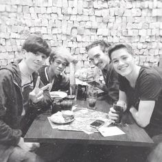 @sampepper @mazzi_maz @foodforlouis @Jack Harries and all of them at nandos.