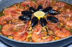 Fish Recipes, Seafood Recipes, Cooking Recipes, Paella Party, Paella Recipe, Rice Dishes, Seafood Dishes, International Recipes, Easy Healthy Recipes