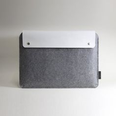 Macbook Pro sleeve by Charbonize