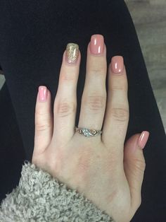 Pink and champagne gold nails✨ #acrylicnails #gelnails #pinknails #goldnails #glitternails #accentnail #promisering