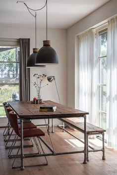 Openslaande deuren bij de eetkamer Decor, Furniture, Dining, Ceiling Lights, Dining Table, Table, Home Decor, Office Desk, Desk