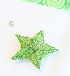 Pour les fêtes de Noël, ces adorables étoiles en rotin décoreront vos tables bien-sûr, mais aussi vos plafonds, fenêtres et même votre sapin sapin !