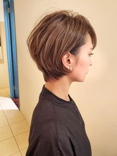 Get Sassy with Short Hair Styles Face Shape Hairstyles, Hairstyles With Bangs, Cool Hairstyles, Martina Mcbride, Long Hair On Top, Long Hair With Bangs, Hair Images, Hair Pictures, Short Hair Cuts For Round Faces