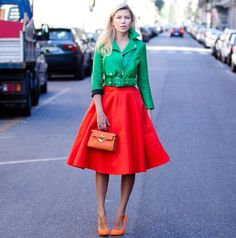 You may have heard of fashionistas using the term color block. Learn color blocking tips to wear color combinations that compliment you. Colour Combinations Fashion, Colour Blocking Fashion, Color Combinations For Clothes, Color Blocking Outfits, Fashion Colours, Colorful Fashion, Colourful Outfits, Ideias Fashion, Style Inspiration