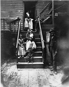 A family of Italian immigrants, c.1901, Chicago. Probably around Taylor St or the Little Hell neighborhood. UIC Collection
