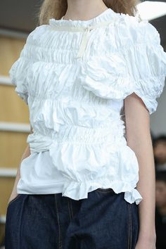I like the random characteristics/variations of volume placement this has Fashion Art, Fashion Show, Fashion Design, Fashion Details, Timeless Fashion, Couture, Fancy Tops, Figure Photo, Rei Kawakubo