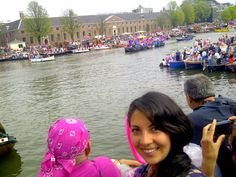 Gay Pride en Amsterdam, barcos alegoricos!! awww