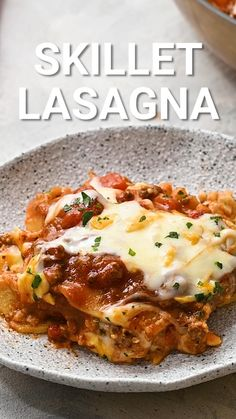 Quick and easy Skillet Lasagna is a family friendly favorite dinner recipe for busy nights. It's made in one pan with all the traditional flavors of lasagna. A thick and hearty meat sauce, layers of cheese and lasagna noodles! Curry Recipes, Healthy Recipes, Healthy Food, Skillet Lasagna, Lasagna Noodles, Beef Recipes For Dinner, Pasta, Meat Sauce, No Cook Meals