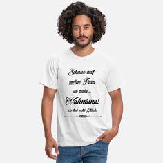 Ein tolles T-Shirt für selbstbewusste Männer. Auch ein tolles Geburtstags- oder Weihnachtsgeschenk! Shirt Designs, T Shirts For Women, Tops, Fashion, My Wife, Clothes, Moda, Fashion Styles, Fashion Illustrations