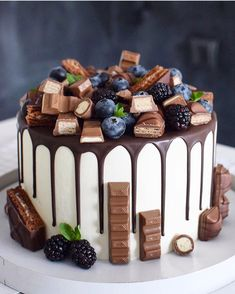 74 Delicious Desserts for American Nations. american desserts for christmas; american desserts for thanksgiving; american desserts for a crowd Cute Cakes, Pretty Cakes, Yummy Cakes, Beautiful Cakes, Amazing Cakes, Food Cakes, Cupcake Cakes, Bolos Naked Cake, Drip Cakes