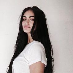 New Hair Black Girls Coiffures 42 Ideas Long Black Hair, Dark Hair, Brown Hair, Straight Hairstyles, Girl Hairstyles, Gina Lorena, Pretty People, Beautiful People, Black Hair Aesthetic
