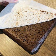 Tort de ciocolată cu zmeură și mascarpone – Chef Nicolaie Tomescu Caramel, Deserts, Food And Drink, Gardening, Baking, Cake, Sweet, Mascarpone, Sticky Toffee