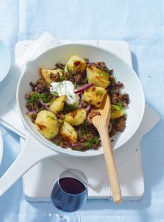 Comfort food doesn't get better than this. Crispy fried potatoes, spicy beef and a big dollop of soured cream to serve.