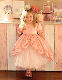Adorable!  Free Princess dress tutorial!  Great for Birthday Girl or Halloween costume