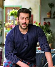 Salman Khan attitude pictures collection & handsome look - Life is Won for Flying (wonfy) Handsome Celebrities, Handsome Actors, Indian Celebrities, Bollywood Celebrities, Bollywood Actress, Bollywood Couples, Salman Khan Young, Salman Khan Photo, Aamir Khan