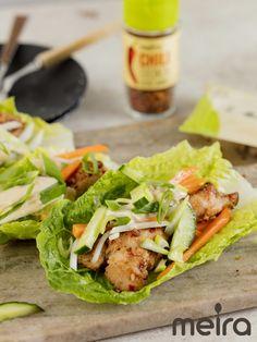 Korealainen bbq-kana salaatinlehtiin käärittynä 4:lle Vaikeusaste: keskitaso Valmistusaika: 45 min (Ei sisällä hernettä, ei sisällä kalaa/äyriäisiä, ei sisällä... Bbq, Food N, Sandwiches, Baking, Barbecue, Barbecue Pit, Bakken, Bread, Backen