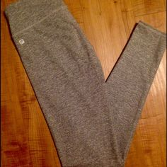 Fabletics Salar Legging Healthier gray, ankle length leggings. Wide waist band for extra support. Waistband pocket. Worn once and decided they were too small. Great work out/lounge leggings! Fabletics Pants Leggings