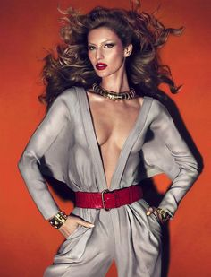 Gisele Bündchen: The Art Of Seduction in Vogue Turkey Gisele Bundchen is a merciless temptress in. Gisele Bundchen, Vogue Uk, Vogue Paris, Fashion Models, Fashion Beauty, Grey Fashion, High Fashion, Fashion Trends, Alas Marcus Piggott