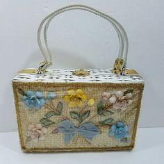 Vintage White Wicker Window Purse Handbag With Flowers Made of Seashells No Name #Unbranded #Handbag #Everyday