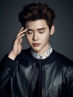 Posing elegantly with his charmingly good looks, Lee Jong Suk graces the cover of Esquire fashion magazine's April issue with his model figure. Lee Joon, Lee Jong Suk Cute, Lee Jung Suk, Korean Celebrities, Korean Actors, Celebs, Korean Dramas, Kpop, Jun Matsumoto