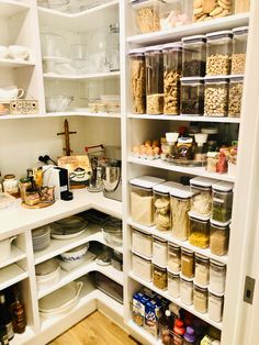 Pantry Closet, Walk In Pantry, Kitchen Pantry, Kitchen Reno, Kitchen Ideas, Pantry Inspiration, Pantry Organisation, Lean And Green Meals, Pantry Design
