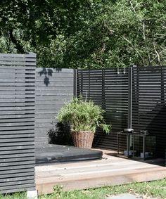 Find Out 15 Inspiring Black Outdoor Garden Design Ideas Outdoor Rooms, Outdoor Living, Outdoor Decor, Back Gardens, Outdoor Gardens, Black Outdoor Furniture, Scandinavian Garden, Backyard Ideas For Small Yards, Small Garden Design
