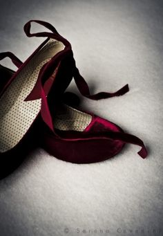 Zapatos de mujer - Womens Shoes - Burgundy velvet flats