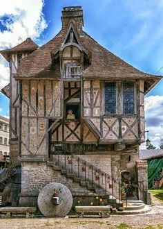 Built in the year this Medieval home located in the Village of Argentan, France, has been standing for over 500 years. Built in the year this Medieval home located in the Village of Argentan, France, has been standing for over 500 years. Interesting Buildings, Beautiful Buildings, Beautiful Homes, Beautiful Places, Medieval Houses, Medieval Town, Medieval Art, Architecture Cool, Historic Architecture