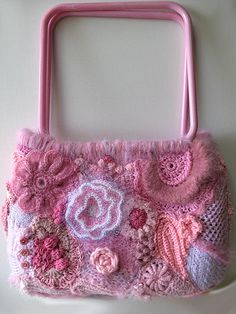 Crochet Purses Ideas Beautiful crocheted purse for the girly girls.) It is pretty and it is pink - what more can one ask for! Freeform Crochet, Knit Or Crochet, Irish Crochet, Crochet Crafts, Yarn Crafts, Crochet Projects, Crochet Edgings, Crochet Poncho, Crochet Motif