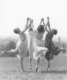 Best Modern Dancing Photography Freedom Ideas You are in the right place about Danc Dance Photography, Vintage Photography, White Photography, Art Photography Women, Wicca, Foto Fantasy, Isadora Duncan, Louise Brooks, Witch Aesthetic