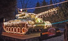 COOL 1ST BATTALION ARMOR - 2ND INFANTRY DIV. CHRISTMAS LIGHTS DISPLAY - MILITARY TANK ALL LIT UP !
