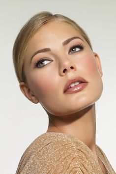 I love the eyes!  Bobbi Brown make-up artist Hannah Martin's step-by-step guide to flawless face.