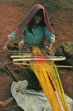 "mysleepykisser-with-feelings-hid: ""Mexican Huichol woman weaves a sash for her husband National Geographic Weaving Textiles, Tapestry Weaving, Loom Weaving, Hand Weaving, Textile Design, Textile Art, People Of The World, Art Plastique, National Geographic"