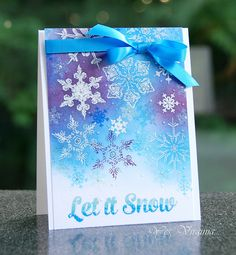 Looks like snowflakes were heat-embossed in white then maybe sponges were used to create the background. Create Christmas Cards, Christmas Card Crafts, Christmas Snowflakes, Xmas Cards, Handmade Christmas, Holiday Cards, Christmas Ideas, Scrapbook, Snowflake Cards
