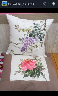 학교 선생님께 선물드린다고 주문하신 쿠션과 방석 Chandelier Wedding Decor, Chinese Painting Flowers, Saree Painting Designs, Mixing Paint Colors, Applique Cushions, Pillow Crafts, Hand Painted Fabric, Batik Art, Watercolor Projects