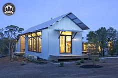 Miller Porch House, #LEED-certified, prefabricated home by @LakeFlato