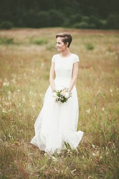 Gorgeous cap sleeve dress, and love that hair! Photo by Redijus Photography