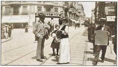 1914 al 1918. Prima Guerra Mondiale. Volontarie raccolgono fondi per la Croce Rossa e si preparano strutture di accoglienza. Via Mazzini | da Milàn l'era inscì