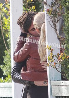 Captain Swan kiss for 5x23 (March 29th) (please note in one take she grabbed his hands and pulled them around her cause i'm al;ksdjflk;asdkjf;l)