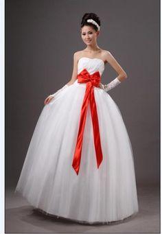Вадебное платье с красным