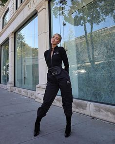 Image may contain: 1 person, standing and outdoor Trendy Outfits, Fall Outfits, Fashion Outfits, Womens Fashion, Luxury Lifestyle Fashion, Mode Streetwear, All Black Outfit, Lookbook, Outfit Goals