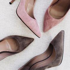 Siempre ten en tu armario unos zapatos de tacón cerrado, que combinan para cualquier ocasión.