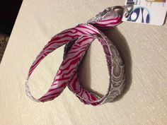 DIY lanyard Name Tag Lanyards, Diy Ideas, Craft Ideas, School Accessories, Homemade Jewelry, Clothing Ideas, Teacher Gifts, Creativity, Diy Projects