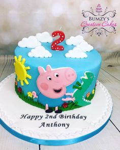 La imagen puede contener: comida Cumple George Pig, George Pig Cake, George Pig Party, 2nd Birthday Cake Boy, Peppa Pig Birthday Cake, Invitacion Peppa Pig, Bolo Da Peppa Pig, Peppa Pig Birthday Invitations, Cupcakes For Boys
