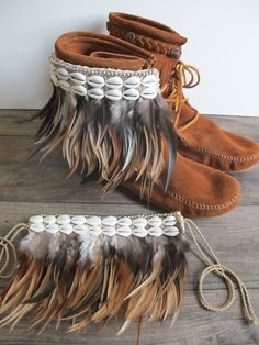 Feather boot belt - tan.