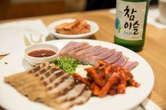 삼합, 홍어돼지고기 담양죽순추어탕 한정식 Korean food    모임에서 담양죽순추어탕 한정식 Korean food 집을 방문하여 식사를 했습니다..  #추어탕 의 미꾸라지는 위장을 따듯하게 하고 치질에 좋으며 정력을 강하게 하고 소음인체질에 잘 맞습니다.  #산삼, 산양삼은 양기를 돕고 몸을 따듯하게 하며 소음인에 좋습니다..  갑오징어, 골뱅이, 오징어먹물, 낙지, 돼지고기, 홍어는 시원한 성질로 소양인, 태양인체질에 잘 맞습니다..  소고기, 버섯, 무, 깍두기, 고구마순은 태음인체질에 잘 맞습니다..  자신의 체질에 맞게 음식을 드시기 바랍니다..  #체질약선음식건강법 동영상 https://youtu.be/xnyUuLdjSvw  #약선음식 동영상 동영상 https://youtu.be/oXOjd8tNj0w  #사상체질약선음식 http://www.iwooridul.com/sasang/sasang-food  #한류, #문화, #행사…