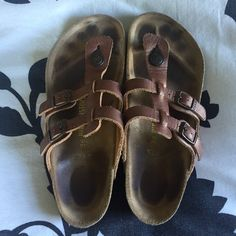 EUC Birkenstock Sandals Barely worn Birkenstocks! Nice rose gold / brown leather on the straps. Size EURO 38 which is a US 8. Not sure why the leather part on the insole stains so easily but the bottom of the shoe you can see there's almost no wear. NO TRADES. Birkenstock Shoes Sandals
